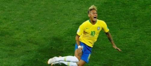 Neymar é acusado de ficar encenando quedas, durante Copa do Mundo