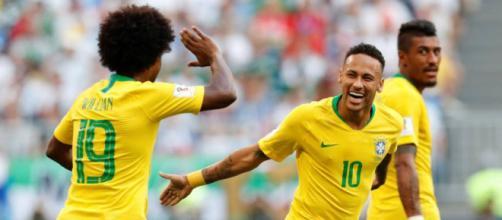 Neymar fez o primeiro gol do Brasil contra o México nesta segunda-feira
