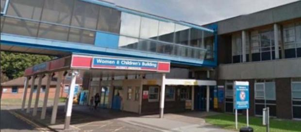 A female health worker is in custody for the deaths of 8 babies at the Countess of Chester Hospital. [Image @DailyMirror/Twitter]