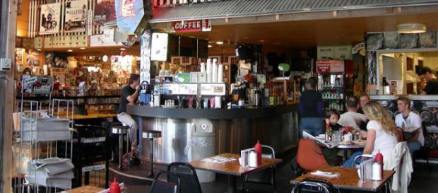 Easy Street record store and cafe, West Seattle, Seattle, Washington (Image courtesy – Joe Mabel, Wikimedia Commons)