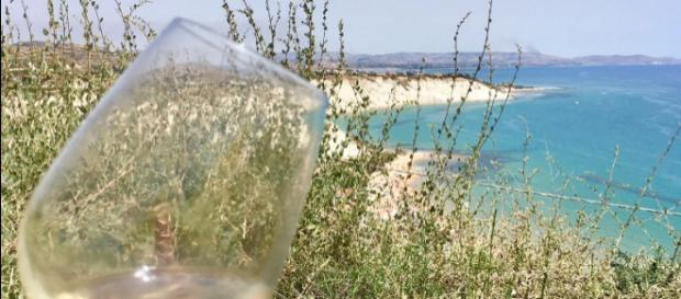 Vino, Sicilia Doc: notevole crescita del confezionato spumante, festival bollicine alla Scala dei Turchi