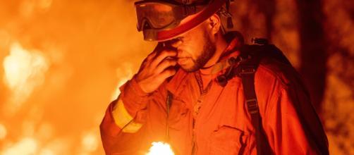 """Al menos 6 muertos y miles de evacuados por """"Carr"""", un incendio devastador en California"""