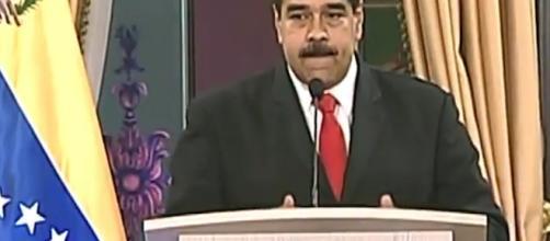 El presidente de Venezuela dice que va a presentar pruebas de la implicación del homólogo colombiano, Juan Manuel Santos