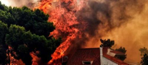 GRECIA/ Confirman 25 desaparecidos por los incendios y se eleva a 91 el número de muertos
