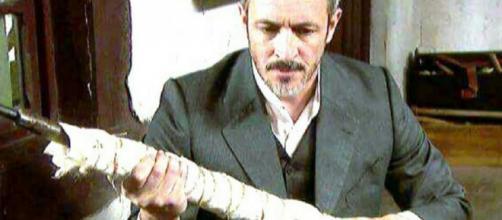 Anticipazioni Il Segreto: Alfonso si fa spedire un fucile all'insaputa di Emilia