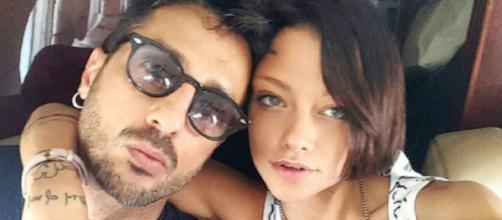 Gossip, Fabrizio Corona è di nuovo single: la conferma del giornalista Parpiglia.
