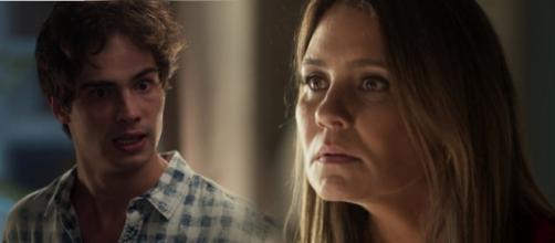 Laureta fica tensa ao ver que Valentim quer descobrir a verdadeira história de Luzia