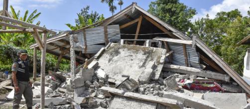 Terremoto de 6,4 grado en Indonesia dejó atrapados a 29 españoles