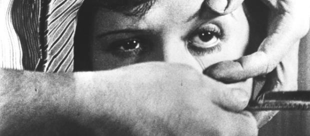 """El famoso largometraje de """"Un perro andaluz"""" de Luis Buñuel, Salvador Dalí"""