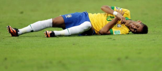 Neymar, as faltas sofridas e cavadas.