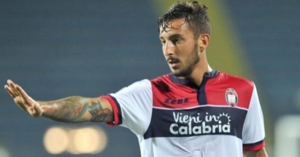 La Fiorentina avrebbe chiesto al Crotone il difensore Ceccherini