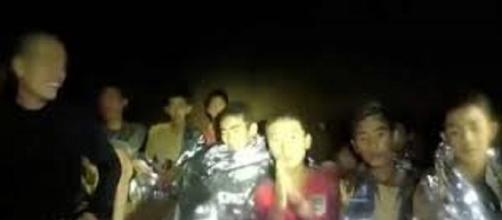 TAILANDIA / La salud física y mental de los jóvenes atrapados se debilita por la espera