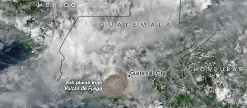 GUATEMALA / Los desaparecidos por la erupción del Volcán de Fuego ascienden a 332