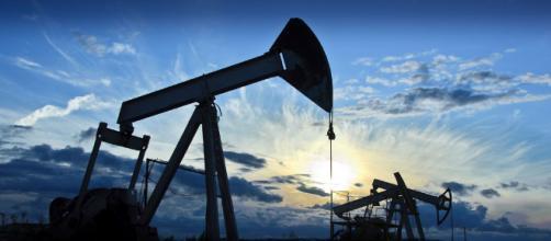 Petrolio, il barile WTI sopra i 75 dollari