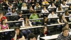 Los jóvenes españoles prefieren ir a una universidad cerca de casa según encuestas