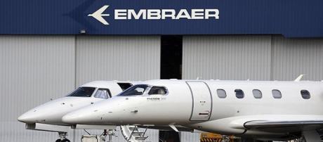 Boeing e Embraer anunciam criação de nova empresa; ações da Embraer entram em forte queda após anúncio.