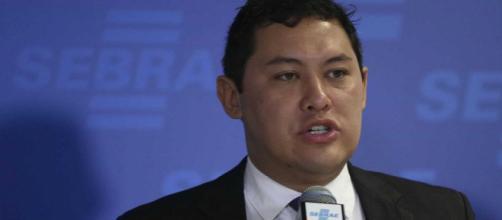 Ministro do Trabalho, Helton Yomura é afastado por suspeita de fraudes em registros sindicais.