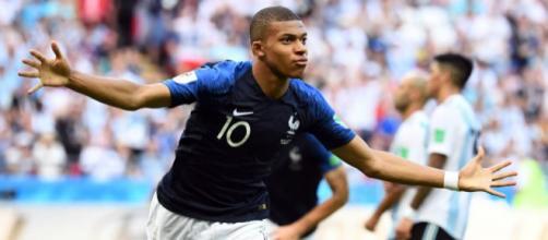Francia vence a Uruguay 2 a 0 con goles de Verane y Griezmann