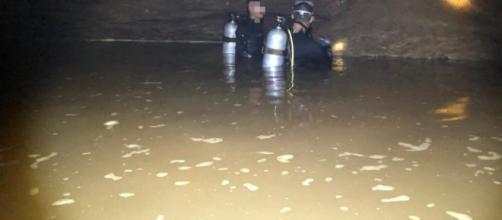 TAILANDIA / Bajan los niveles de oxígeno en la cueva donde están atrapados los jóvenes