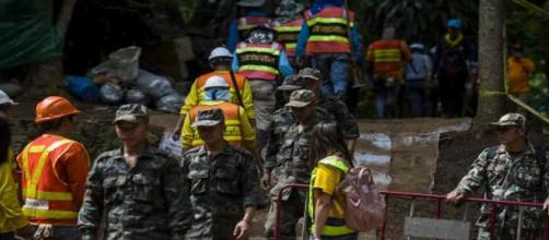 Un sauveteur décède en approvisionnant en oxygène les enfants piégés dans la grotte en Thaïalande