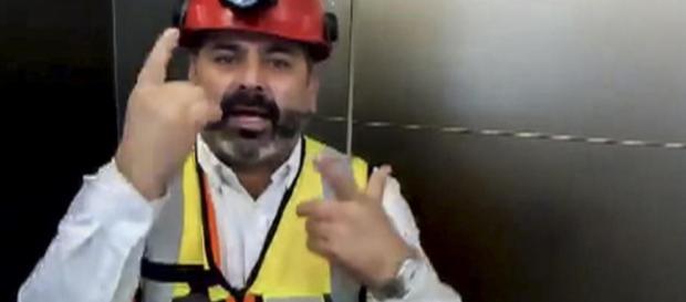 """Jeunes Thaïlandais coincés dans une grotte : """"Tenez bon !"""" lance Mario Sepulveda"""