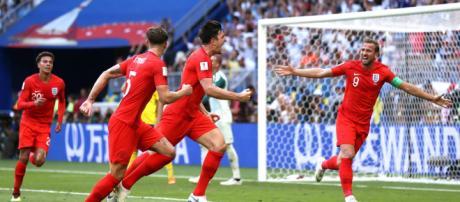 Jogadores ingleses comemoram gol importante para a classificação às semifinais da Copa do Mundo