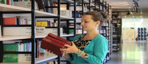 Concorso bibliotecario, assistente sociale e università