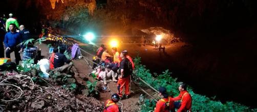 TAILANDIA / Los niños atrapados en la cueva no están capacitados para bucear