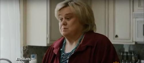 Louie Anderson inhabits his role of mom Christine in 'Baskets' in honor of his own mom. - [CBSThisMorning / YouTube screencap]