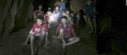 TAILANDIA / Los niños siguen atrapados en la cueva porque no saben cómo sacarlos