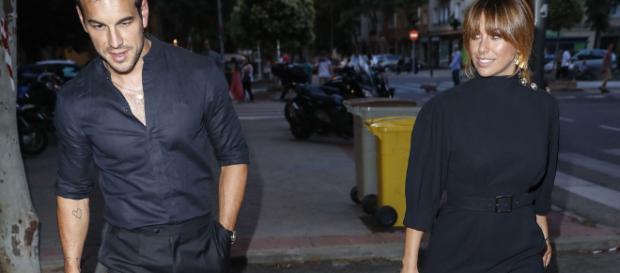 Mario Casas y Blanca Suárez llegan juntos al aniversario de Bambú