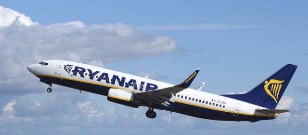 Ryanair, autista albanese rubava gli snack in vendita sul mezzo: rischia il licenziamento