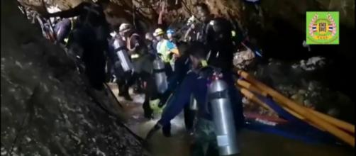 Fallece un buzo en las labores de rescate de los pequeños atrapados en Tailandia