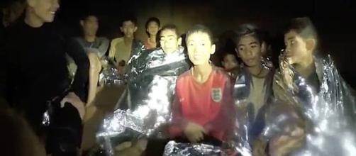 TAILANDIA / 4 niños han sido evacuados de la cueva y han sido trasladados al hospital