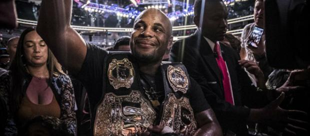 Cormier noquea a Miocic en UFC 226 para hacer historia como doble campeón