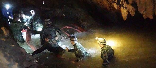 Mau tempo pode dificultar o resgate das crianças presas em caverna na Tailândia