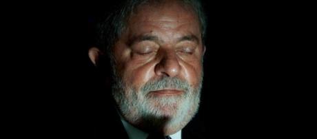 O relator da Lava Jato em segunda instância determinou que Lula seja mantido preso