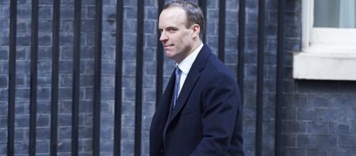 Theresa May nombra a Dominic Raab como nuevo ministro para el Brexit
