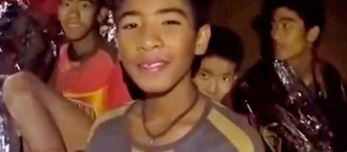 TAILANDIA / Rescatistas hasta ahora han logrado sacar 8 jóvenes de la cueva