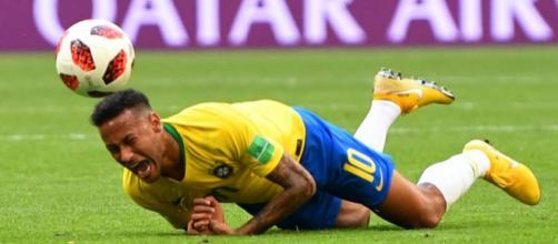 Quedas de Neymar foram ironizadas pela imprensa mundial.