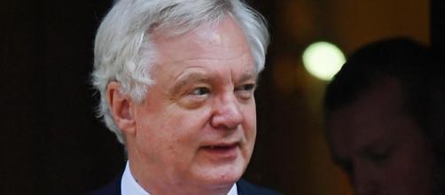 REINO UNIDO / La dimisión del ministro, David Davis, debido al Brexit