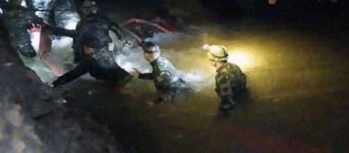 TAILANDIA / Los niños serán acompañados por 2 buceadores en el rescate