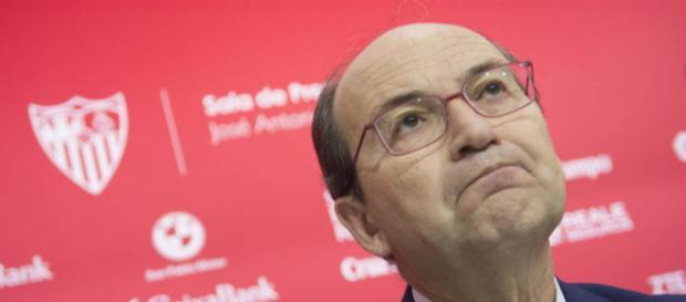 Discusión entre el Presidente de la Federación de Fútbol y el del Sevilla por la Supercopa