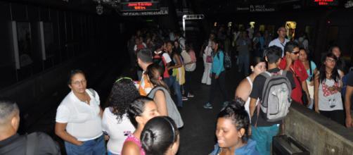 VENEZUELA/ Un masivo apagón en Caracas afectó al aeropuerto, al metro y otros sectores