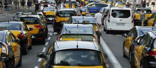 Continúa la huelga de taxistas en Barcelona y parte el gremio se une a la protesta