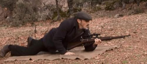 Il Segreto: Ramiro spedisce un fucile ad Alfonso