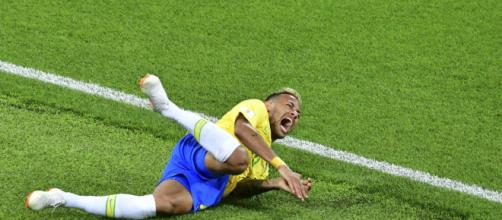 """Neymar: """"A veces exagero, pero en realidad sufro dentro del campo"""""""