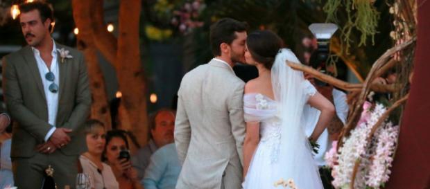 Camila Queiroz se declarou a Klebber Toledo após casamento