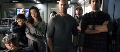 Review: Jason Statham fights a super-shark in 'The Meg' (Image via Warner Bros. Pictures/Twitter)