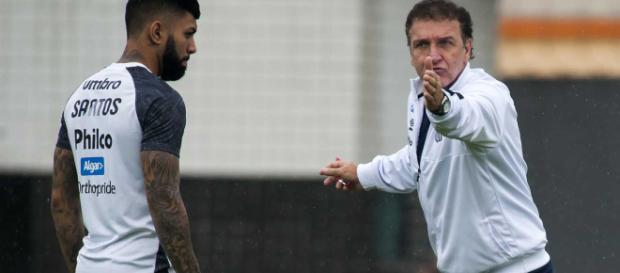 Cuca e Gabriel conversaram em particular após o treino.